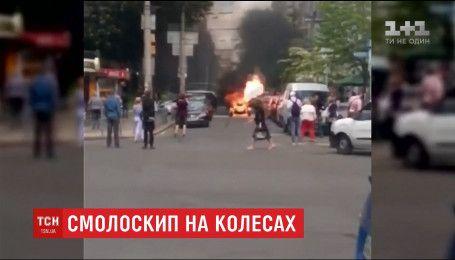 У центрі Києва вщент згорів триколісний трайк