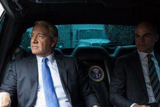 """Netflix призупинила знімання шостого сезону """"Карткового будинку"""" через ситуацію з Кевіном Спейсі"""