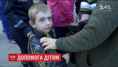 """Тридцать детей из """"серой зоны"""" доставили в Запорожье для оказания медицинской помощи"""