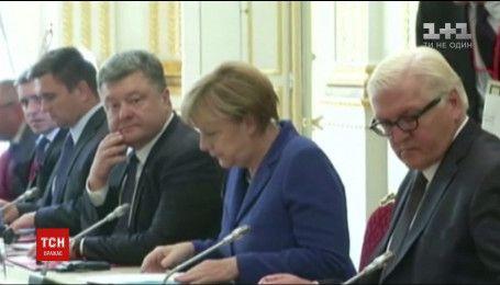 """Меркель хоче провести зустріч """"нормандської четвірки"""" за участі Порошенка, Макрона і Путіна"""
