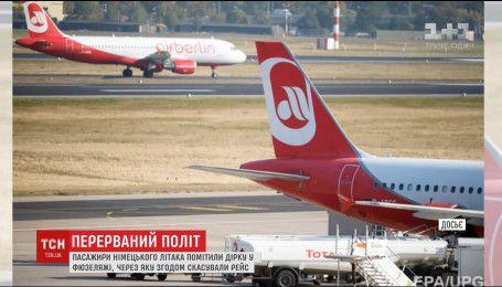 Пасажири німецького літака домоглися скасування рейсу через дірку у фюзеляжі лайнера