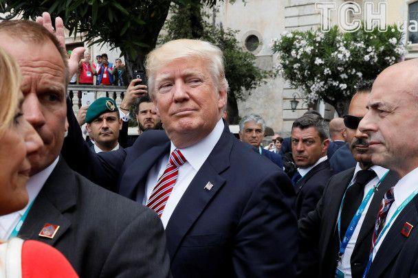 Танцював із Саудами і штурхав колег із НАТО: усі курйози Трампа з його першої закордонної подорожі