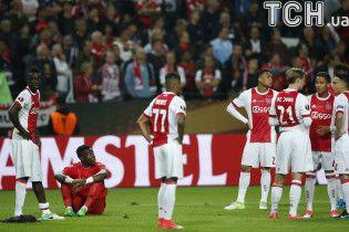 """Фанати """"Аякса"""" жбурляли стільці в свою команду після поразки у фіналі Ліги Європи"""
