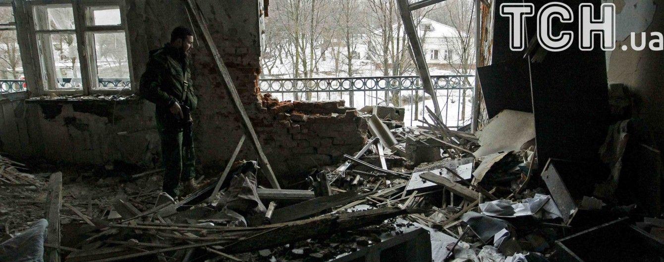 Боевики обстреляли Каменку: тяжело ранили подростка