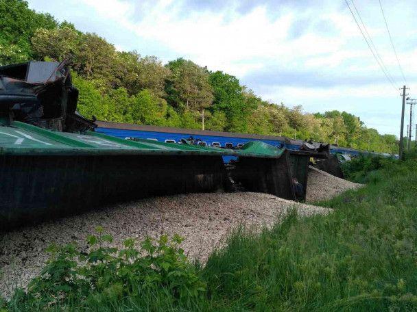 Рятувальники оприлюднили подробиці ДТП пасажирського потяга з дітьми на Хмельниччині