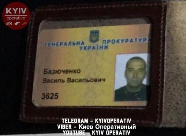 В Киеве сотрудник ГПУ протаранил припаркованные машины и скрылся с места ДТП