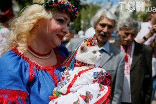 Масовий парад вишиванок та співи Кличка на Софійській: як у столиці почали святкувати День Києва