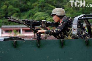 На Філіппінах щонайменше 2 тисячі людей бояться втекти з утримуваного бойовиками міста Мараві