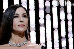 Велелюбна Белуччі знову цілувалася із акторкою та режисером на закритті Каннського кінофестивалю