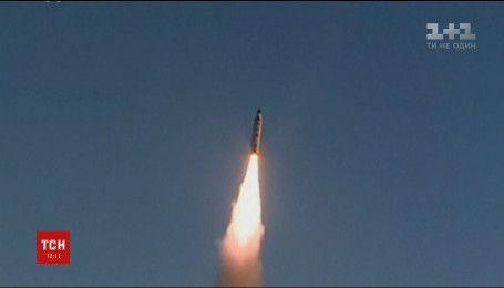 Северная Корея запустила ракету, которая упала в воду вблизи Японии