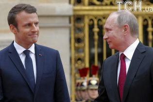 """""""Не журналісти"""": Макрон у присутності Путіна поставив на місце """"Russia Today"""" та """"Sputnik"""""""