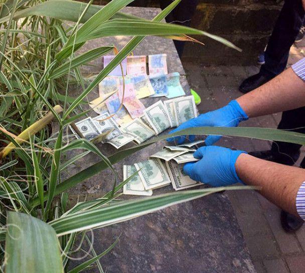 На Закарпатье мэр и депутаты горсовета погорели на взятке в 4 тыс. долларов