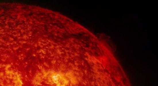 Мільйони атомних бомб: як відіб'ється на землянах найпотужніший за десятиліття спалах на Сонці