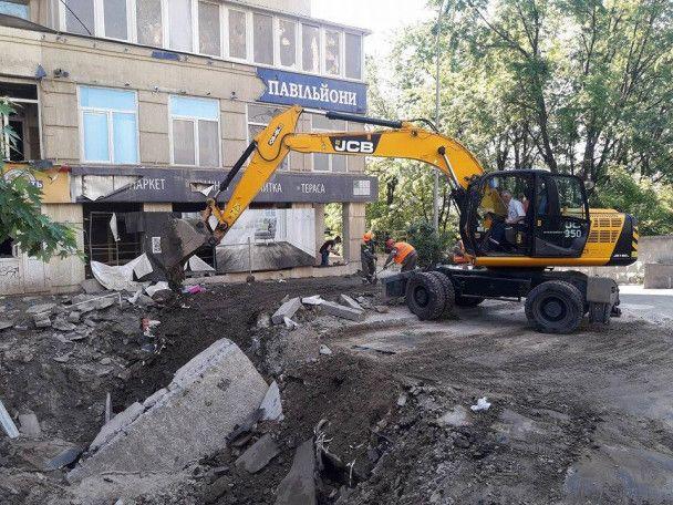 """В Киеве начали ремонт на месте коммунального """"взрыва"""""""