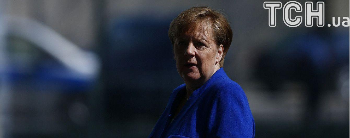 Меркель привітала Макрона з перемогою на парламентських виборах у Франції