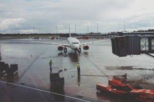 """Неисправный самолет вернулся в аэропорт """"Киев"""" из-за нехватки воздуха"""