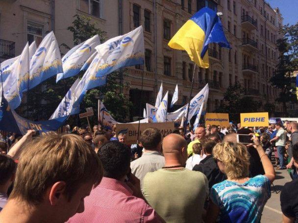 Под зданием Минюста произошла стычка между полицией и сторонниками Саакашвили
