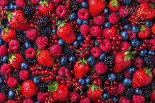 Почему женщинам нужно есть фрукты и ягоды