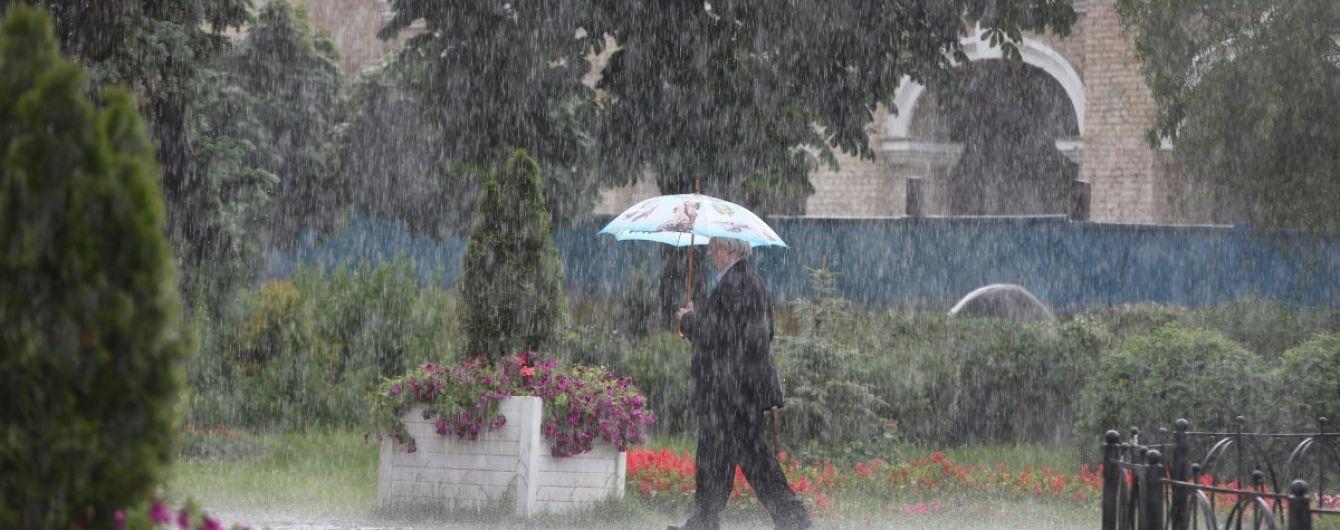Украину накрыла непогода: синоптики предупреждают о сильные ливни, грозы, град и шквалы