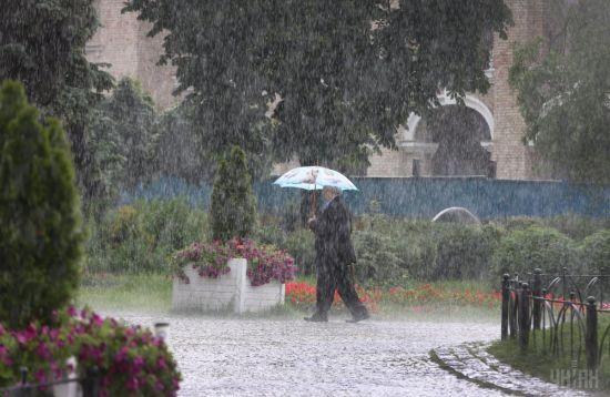 У неділю окремі регіони заливатиме сильний дощ. Прогноз погоди на 18 червня