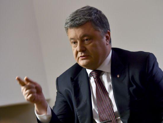 Порошенко закликав світ посилити тиск на Росію після оголошення голодування Сенцовим