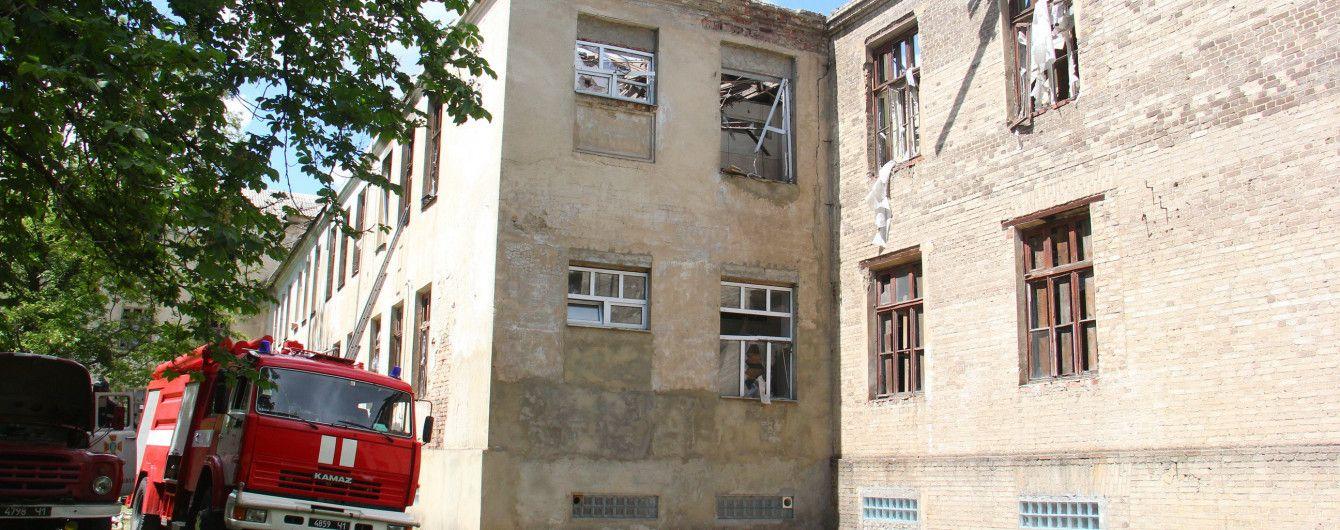 Бойовики обстріляли школу у Красногорівці