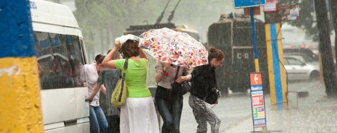 Синоптики попереджають про зливи зі шквалами, грозою та градом. Прогноз погоди на 8 червня