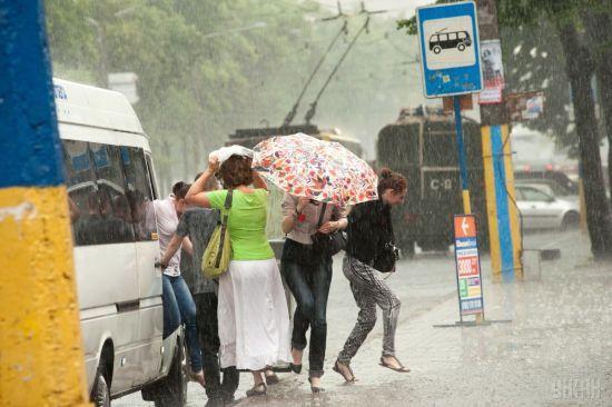 За добу до неймовірної спеки Україну поллють грозові дощі. Прогноз погоди на 27 червня