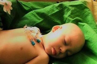 Батьки 3-річного Саші збирають кошти йому на ліки