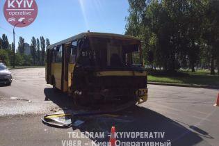 В Киеве маршрутка протаранила автобус