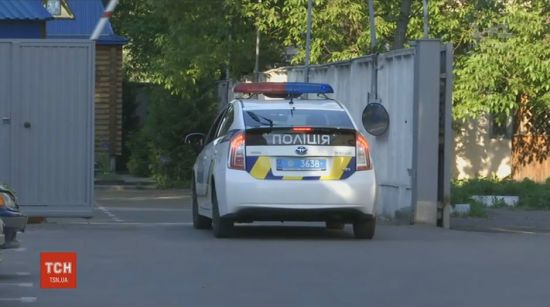 """На Днепропетровщине разыскивают """"полицейских"""", которые совершили вооруженное ограбление ювелирки"""
