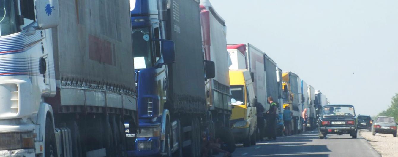 Киев снова перекрывают для грузовиков из-за жары