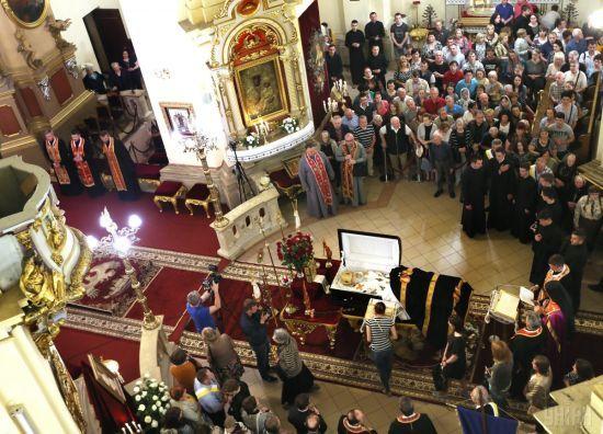 Прощання з Любомиром Гузаром: віряни у Львові йшли до домовини блаженнішого всю ніч