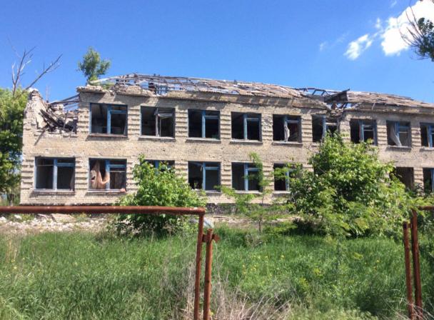 Єврокомісару Гану показали знищене бойовиками Широкине