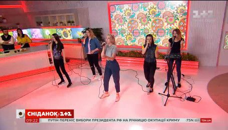 "В студии ""Сніданку"" группа United people"