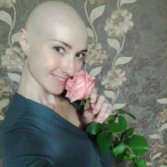 Щоб остаточно здолати рак крові, Олександрі потрібні кошти