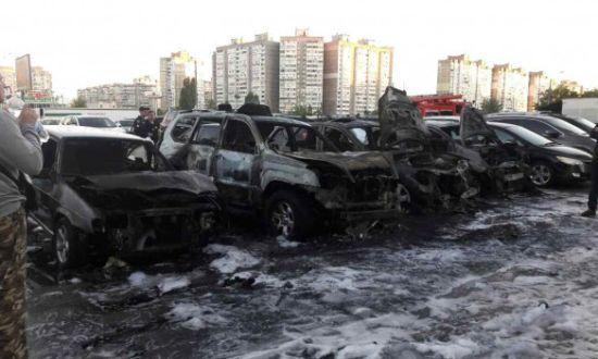 8 автівок палали у Києві на приватній стоянці
