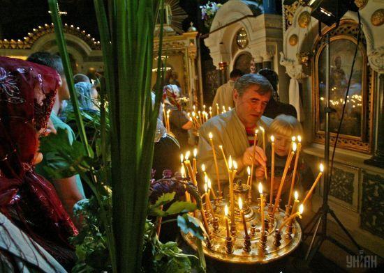 Християни східного та західного обрядів відзначають День Святої Трійці