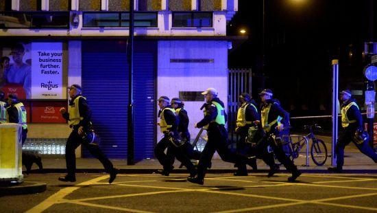У Лондоні водій з'їхав з дороги в натовп людей біля мечеті - The Independent