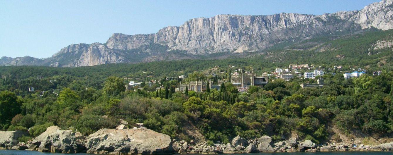 В окупованому Криму стрімко зникає рослинність. Фото з космосу до та після