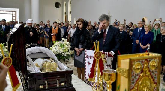 """""""Моральний авторитет для мільйонів"""": Порошенко, Гройсман і Турчинов попрощалися із Любомиром Гузаром"""