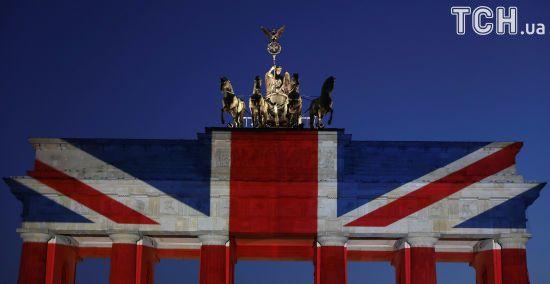 Пам'ять про жертв теракту: Бранденбурзькі ворота в Берліні пофарбували в кольори британського прапора