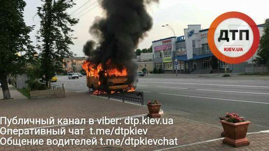 У Броварах загорілася і вибухнула маршрутка