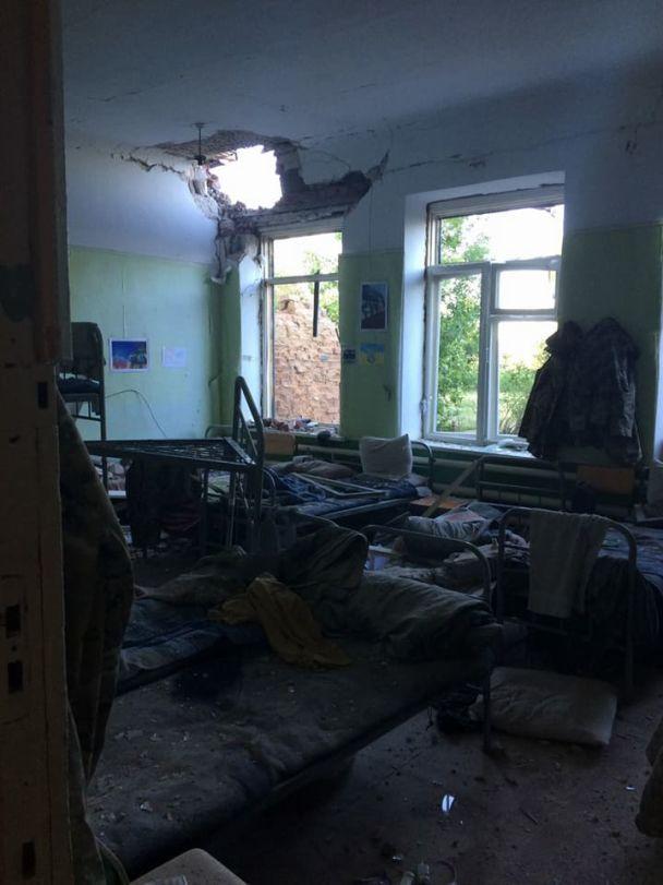 Боевики артиллерийским огнем разрушили здание пограничников в Павлополе