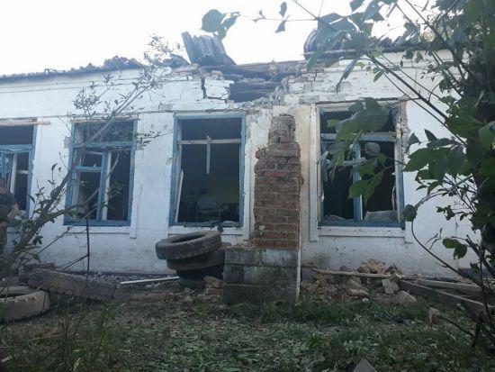 Бойовики артилерійським вогнем розтрощили будівлю прикордонників у Павлополі