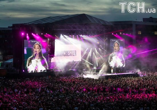 На благодійному концерті Аріани Гранде назбирали 13 мільйонів доларів постраждалим у теракті
