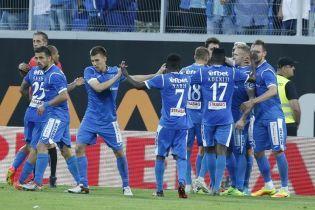 У Болгарії фанати закидали поле пивними банками, футболіст хильнув