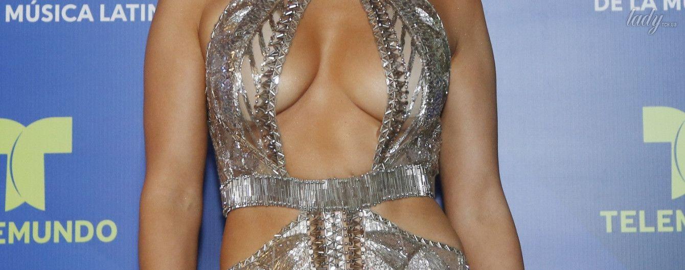 Красотки на шоу: Лопес в белом сексуальном платье, Дьюэнн Татум – в черном сдержанном