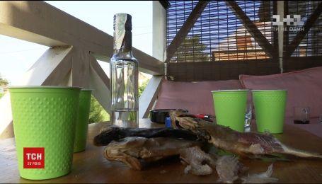 Фельшер з Сумщини досі перебуває в реанімації після вживання в'яленої риби