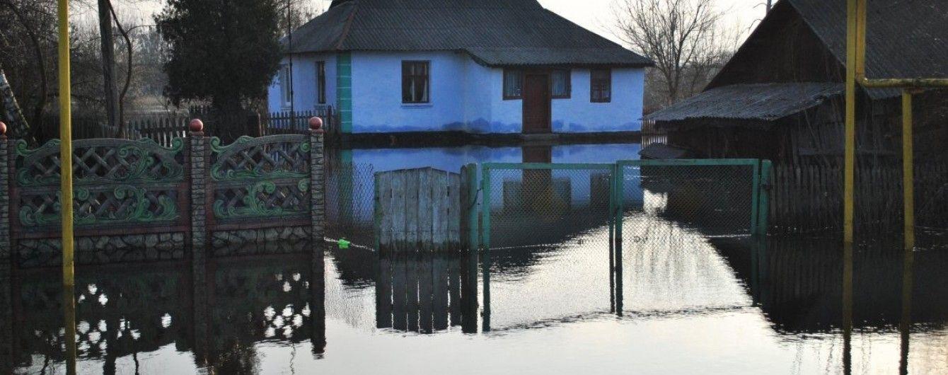 На Львовщине горная река подтопила улицы